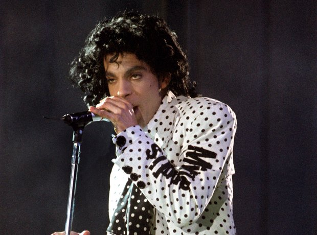 Prince performs in 1988