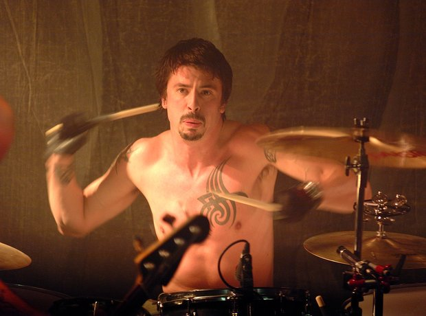 Dave Grohl in Queens Of The Stone Age