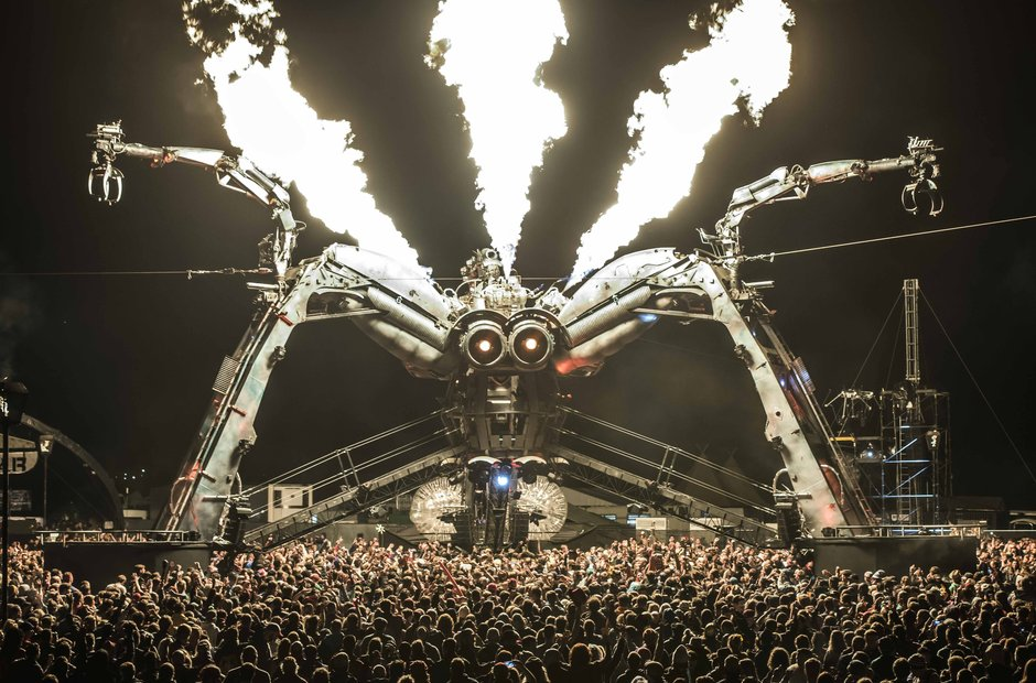 Glastonbury 2015 - Friday The Arcadia Spider