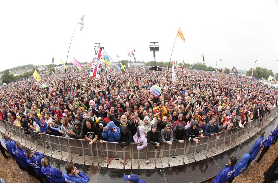 The crowd for The Libertines Glastonbury 2015
