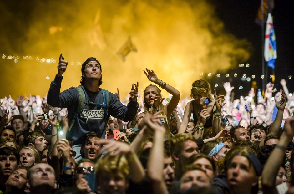 Glastonbury 2015 - Kanye crowd