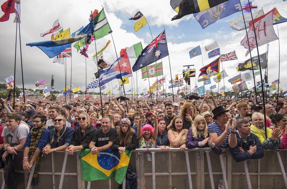 Glastonbury 2015 Sunday - Lionel Richie crowd