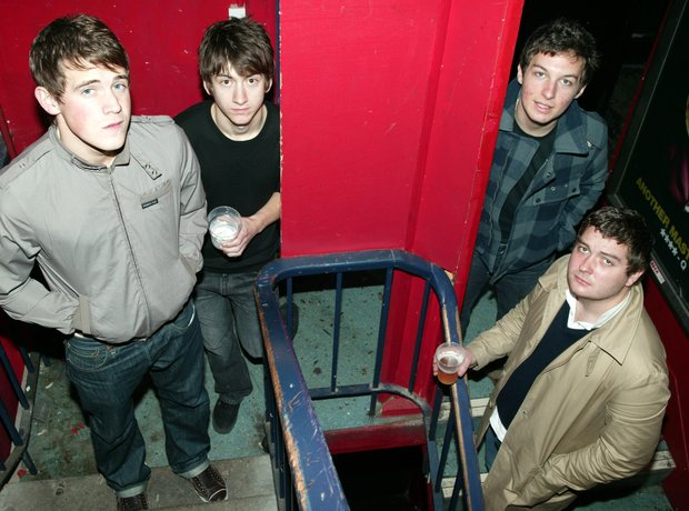 The arctic monkeys play Barfly 2005