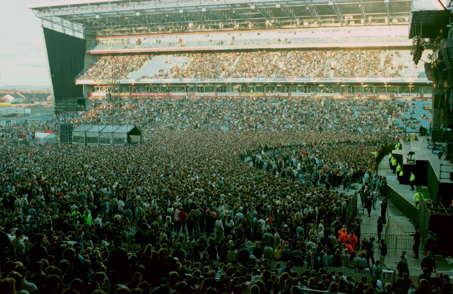 Oasis at Maine Road April 1996