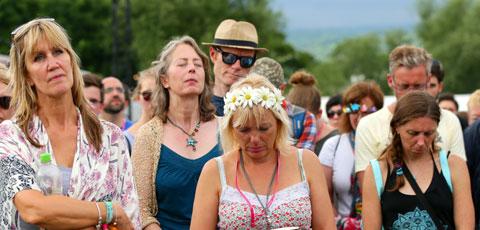 Festival goers two minute silence Jo Cox 2