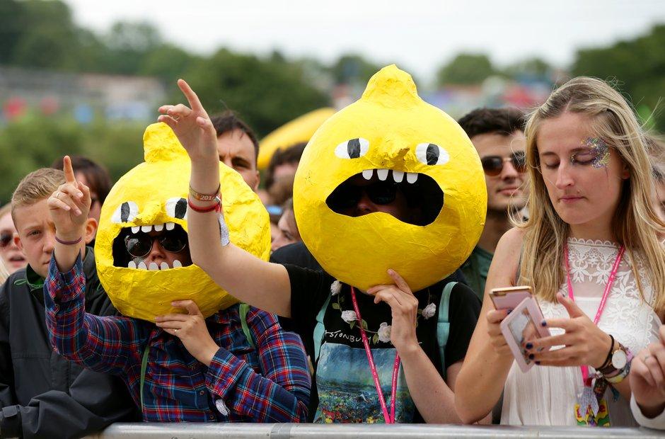 Glastonbury 2016 Saturday - crowd watching Wolf Al