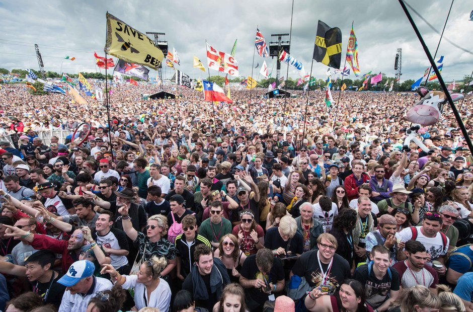 Glastonbury 2016 Saturday - Pyramid Stage crowd