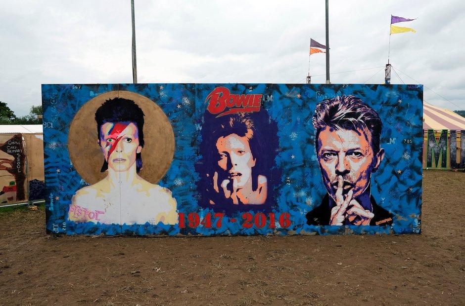 Glastonbury 2016 Sunday - Another Bowie tribute