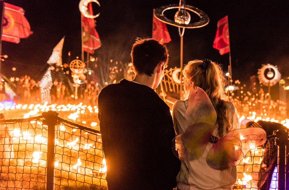 A couple enjoy the sights at Bestival 2016