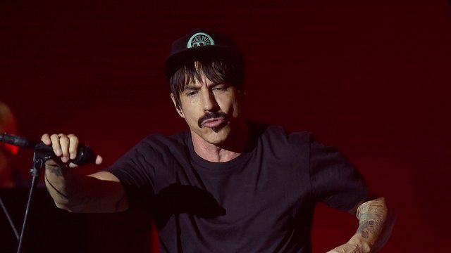red hot chili peppers 39 anthony kiedis injured on tour radio x. Black Bedroom Furniture Sets. Home Design Ideas