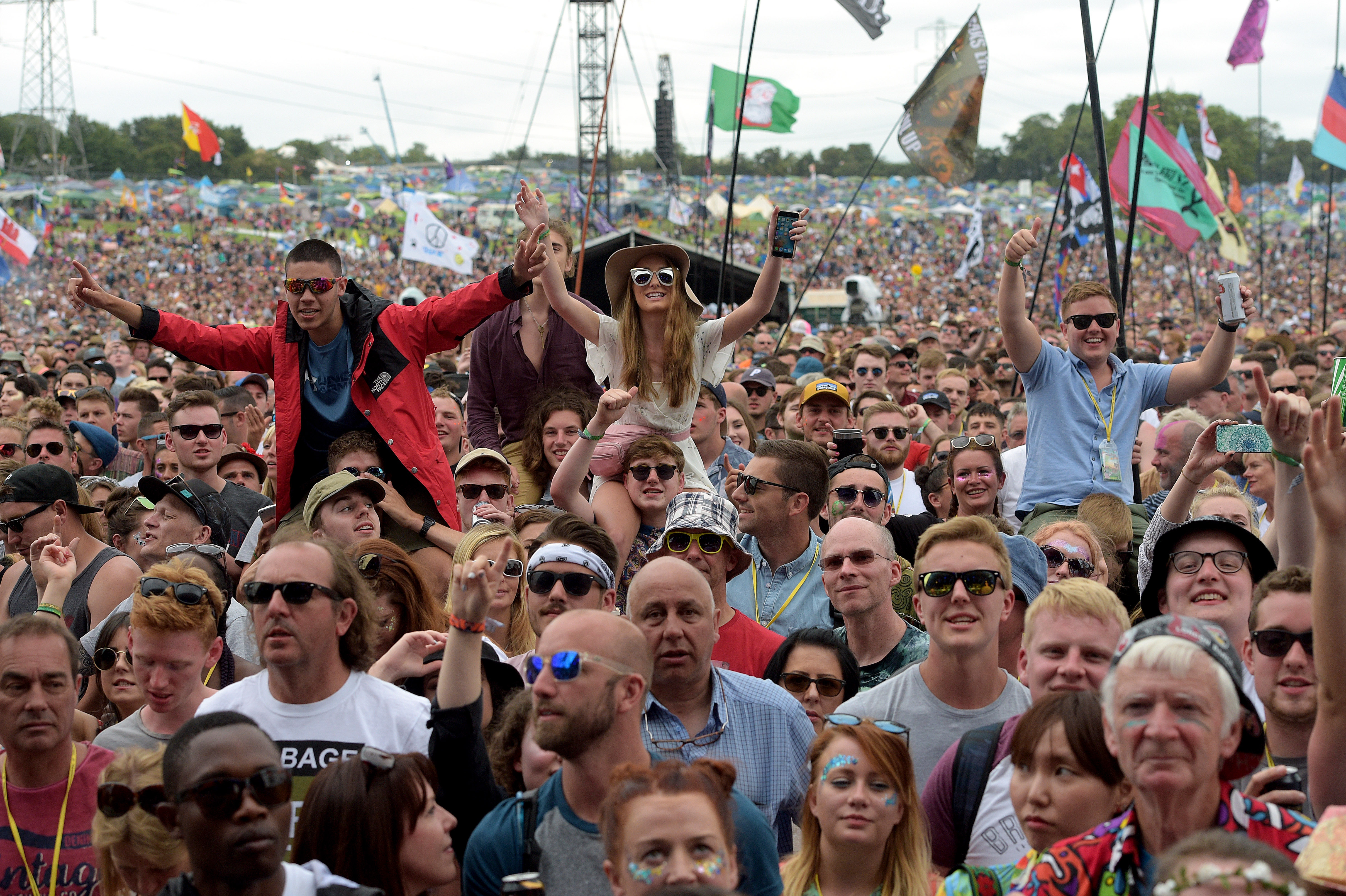 Blossoms crowd Glastonbury 2017