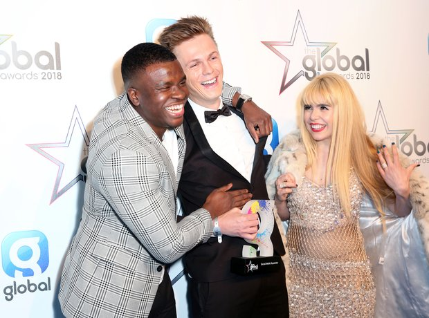 Big Shaq, Caspar Lee with the award for Social Med