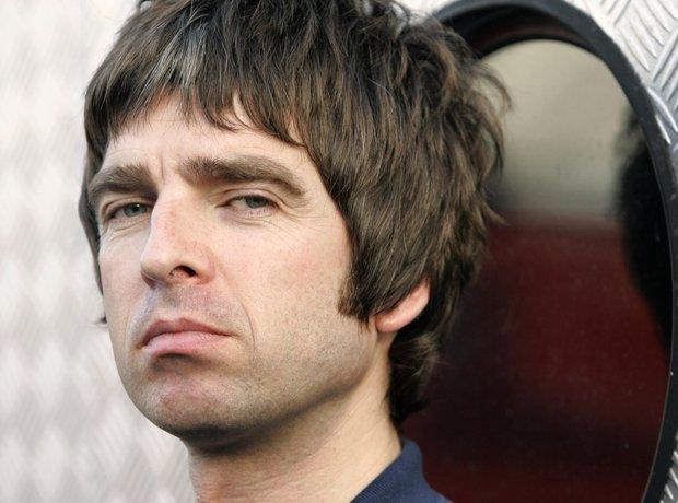 Noel Gallagher in Paris 2003