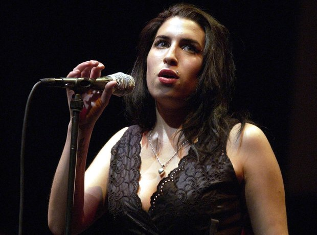 Amy Wineouse, live 2004
