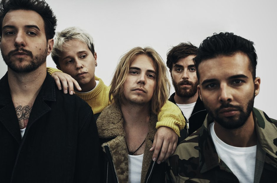 Who else have Nothing But Thieves performed with?